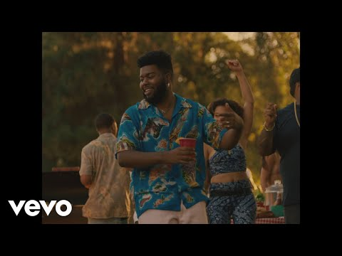 「Khalid - Right Back feat. A Boogie Wit Da Hoodie」ミュージックビデオのサムネイル画像です。